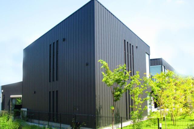 ガルバリウムの建物1